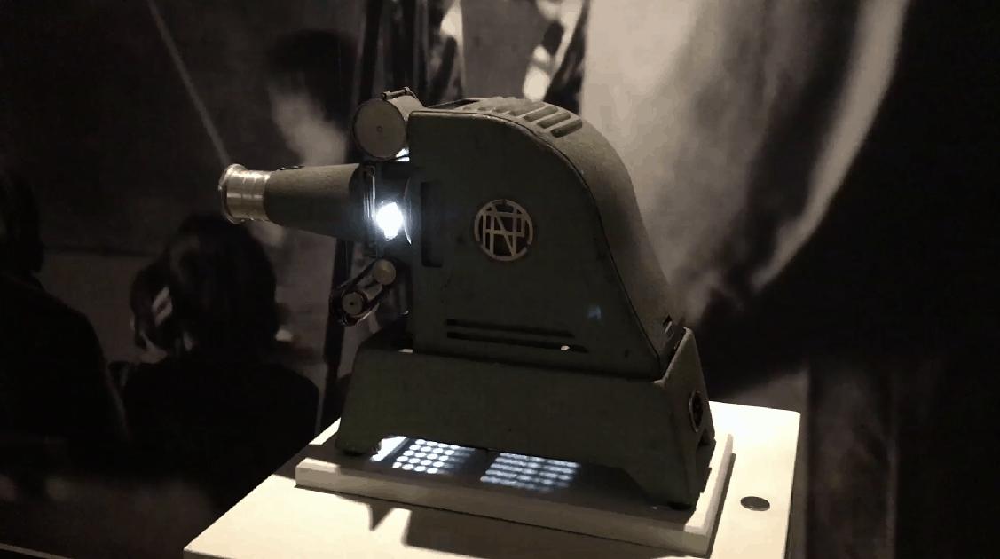 """Projecteur de vues fixes en accès libre. Exposition """"Lumineuses projections !"""" au Musée de l'éducation de Rouen MUNAÉ 2016"""