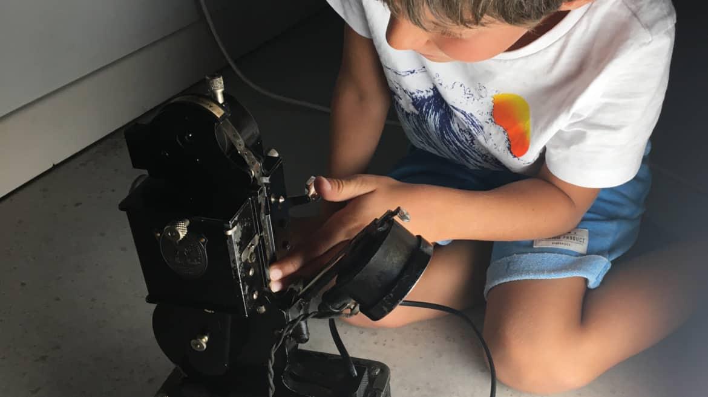 Installation de la pellicule 9,5mm dans le Pathé-Baby